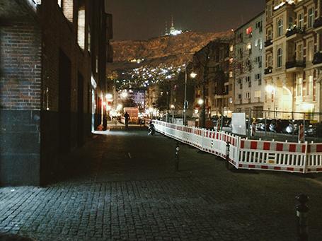 © Ghaith Zamrik, Damaslin (Bernauer Strasse, Berlin mit dem Dschabal Qasyun), Fotomontage